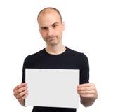 Hombre que sostiene la tarjeta blanca en blanco Foto de archivo