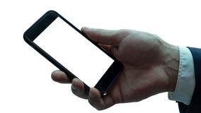 Hombre que sostiene smartphone negro con la pantalla en blanco imagen de archivo libre de regalías