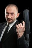 Hombre que sostiene un arma Imágenes de archivo libres de regalías