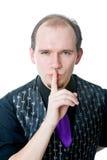 Hombre que sostiene un dedo en sus labios Imágenes de archivo libres de regalías