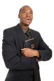 Hombre que sostiene una biblia que muestra la consolidación Imágenes de archivo libres de regalías