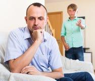 Hombre que tiene problemas con el hijo del adolescente Imagen de archivo
