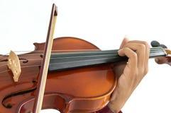 hombre que toca el violín en fondo blanco aislado Fotos de archivo