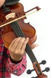 hombre que toca el violín en fondo blanco aislado Imagen de archivo