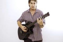Hombre que toca la guitarra Fotografía de archivo libre de regalías