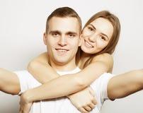 Hombre que toma un selfie con su novia Fotos de archivo
