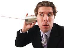 Hombre que usa un teléfono de la poder fotos de archivo libres de regalías