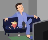 Hombre que ve la TV con la historieta sarcástica de la expresión Foto de archivo