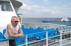 Hombre que viaja en el transbordador Imágenes de archivo libres de regalías
