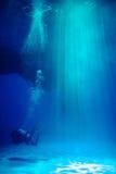 Hombre rana en agua Foto de archivo