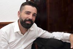 Hombre relajado con la barba Fotografía de archivo