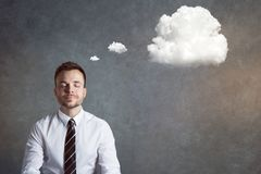 Hombre relajado y equilibrado con una burbuja del pensamiento Foto de archivo libre de regalías