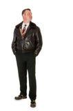 Hombre retro de los años 50 en la chaqueta de bombardero de cuero, en blanco Fotografía de archivo
