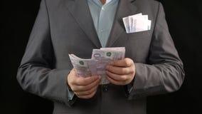 Hombre rico que cuenta los billetes, ganador de lotería, proyecto acertado del negocio imágenes de archivo libres de regalías