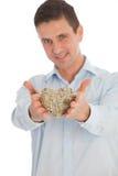 Hombre romántico con un corazón tejido de ramitas Imagen de archivo