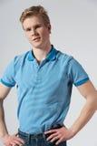 Hombre rubio joven en camisa azul Imágenes de archivo libres de regalías
