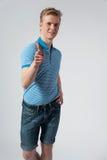 Hombre rubio joven en camisa azul Fotos de archivo libres de regalías