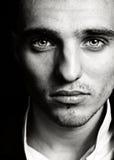Hombre sensual con la cara y los ojos hermosos Imagen de archivo libre de regalías