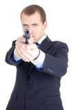 Hombre serio en el traje de negocios que apunta el arma aislado en blanco Imagenes de archivo