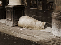 Hombre sin hogar imagen de archivo