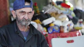 Hombre sin hogar almacen de metraje de vídeo