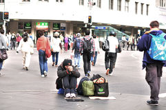 Hombre sin hogar en la calle Foto de archivo