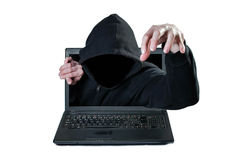 Hombre sin la cara que alcanza hacia fuera del ordenador Foto de archivo libre de regalías