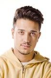 Hombre smirking aislado en el fondo blanco Imagenes de archivo