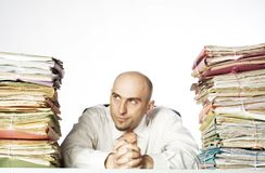 Hombre Smirking con los ficheros Fotografía de archivo libre de regalías