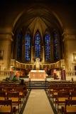 Hombre solo en una catedral Foto de archivo