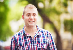 Hombre sonriente Foto de archivo libre de regalías