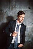 Hombre sonriente amistoso con el vidrio del champán Fotografía de archivo libre de regalías