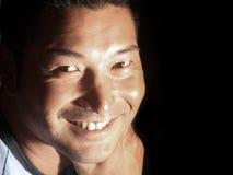 Hombre sonriente atractivo Foto de archivo libre de regalías