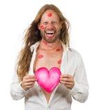 Hombre sonriente divertido del hippie cubierto en besos rojos Fotos de archivo libres de regalías