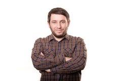 Hombre sonriente en la camisa del dril de algodón aislada en el fondo blanco Fotografía de archivo libre de regalías
