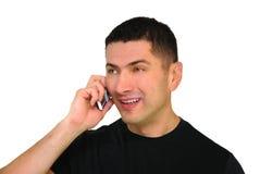 Hombre sonriente que habla en el teléfono móvil Imagen de archivo libre de regalías