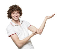 Hombre sonriente que muestra el espacio de la copia Fotografía de archivo libre de regalías