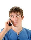 Hombre sorprendido con el teléfono Foto de archivo libre de regalías
