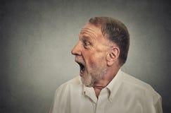 Hombre sorprendido con la boca abierta de par en par Imágenes de archivo libres de regalías