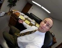 Hombre sorprendido en oficina Foto de archivo libre de regalías