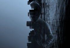 Hombre sospechoso en sudadera con capucha imagen de archivo