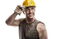Hombre sucio joven del trabajador con el casco del casco Foto de archivo libre de regalías