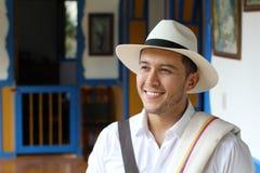 Hombre suramericano tradicional en casa foto de archivo libre de regalías