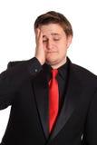 Hombre tensionado con dolor de cabeza Foto de archivo libre de regalías