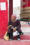 Hombre tibetano del retrato viejo en la calle en Leh, Ladakh La India Imagen de archivo libre de regalías