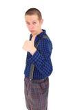 Hombre torpe joven que da los pulgares para arriba Fotografía de archivo