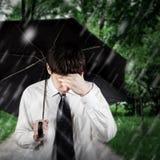 Hombre triste debajo de la lluvia Imágenes de archivo libres de regalías