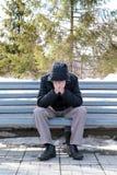 Hombre triste en el banco Foto de archivo libre de regalías