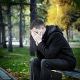 Hombre triste en el parque Imagen de archivo libre de regalías