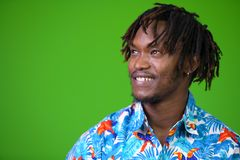 Hombre turístico africano hermoso joven con los dreadlocks Fotos de archivo